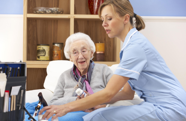 9 consejos para cuidar ancianos en casa - Casa para ancianos ...